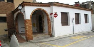 Usos de l'antic edifici de correus de Moja