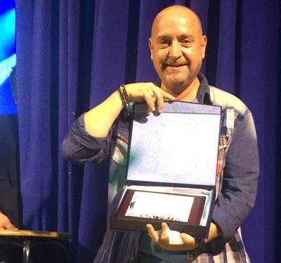 Albert Villegas diverteix en el pregó de la Festa Major de Sant Miquel  recreant la seva infantesa