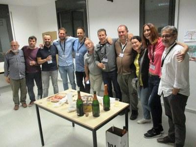 Membres d'ApO celebrant la victòria de diumenge