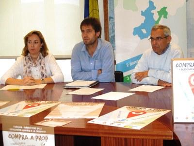 Imma Ferret, alcaldessa de Santa Margarida i els Monjos; Lucas Ramírez, alcalde d'Olèrdola; i Miguel Delgado, alcalde de Castellet i la Gornal