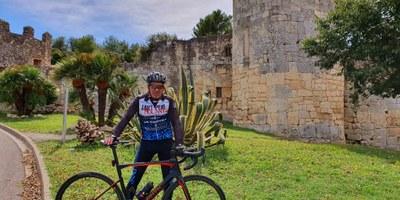 Aquest dissabte Jordi Montané, veí de Sant Pere Molanta aficionat al ciclisme, ha fet la pujada al castell d'Olèrdola 46 vegades