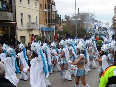 Aquest diumenge 13 grups de carnaval donaran vida a la rua de Sant Pere Molanta