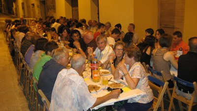 El sopar veïnal, centre de la festa