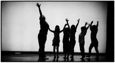 El taller a Moja reforça vincles a través de la dansa i el moviment