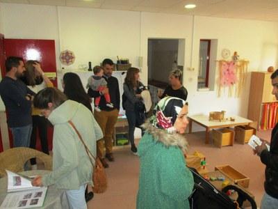 Bon ritme de visites en la jornada de portes obertes a l'escola bressol Gotims de Moja