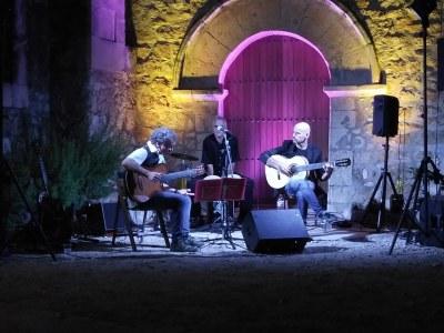 """Brillant pròleg als actes principals de la FM de Moja amb el concert de """"Mediterranean Guitar"""""""