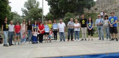 Cinta Bertran i l'Associació de Veïns de la plaça Ametller de Moja reben el premi Rossend Montané