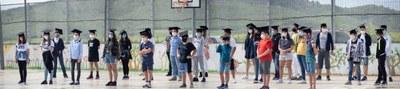 Alumnes de 6è de l'escola Rossend Montané durant el seu comiat