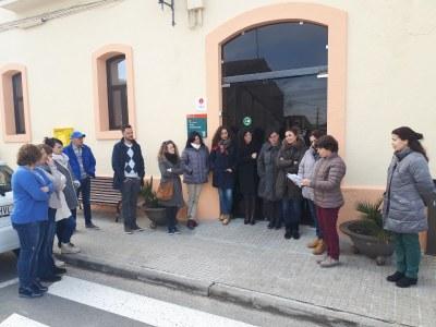 Concentració davant l'ajuntament d'Olèrdola en suport a la vaga feminista