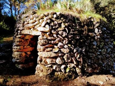 Conveni entre l'Ajuntament d'Olèrdola i el Centre Excursionista del Penedès per difondre i conservar les barraques de pedra seca