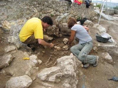 Excavacions a l'entorn de l'església de Sant Miquel, l'octubre de 2007