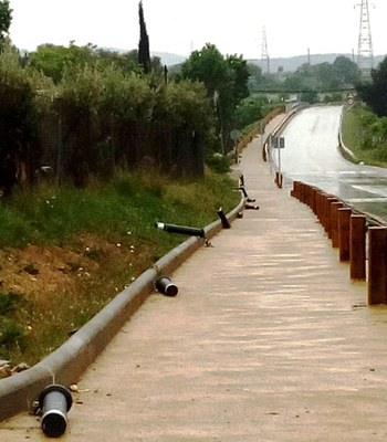 Destrossen els punts de llum de l'itinerari de vianants de Moja a Vilafranca