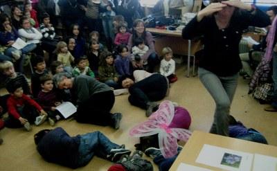 """Imatge d'una """"Hora del conte"""" a l'escola Circell"""