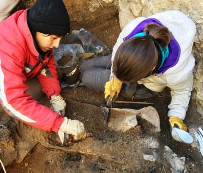 Diumenge es mostraran peces extretes en les excavacions a la torre de la muralla d'Olèrdola