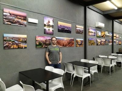 El bar del Local Nou de Moja acull una exposició de fotografies d'Eloi Omella