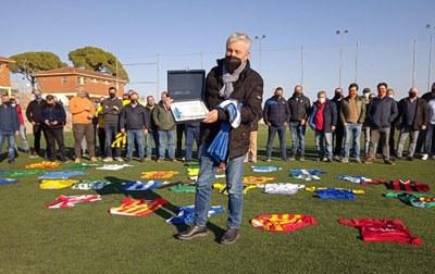 El camp Els Pins ha acollit un homenatge dels clubs de futbol del Penedès i el Garraf a Manel Duran