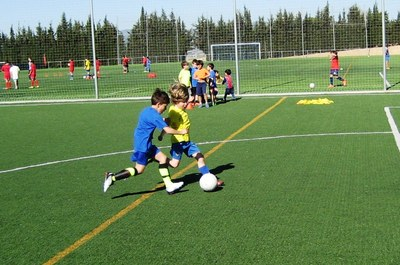El Campus de futbol del Base Olèrdola reuneix a una seixantena d'infants