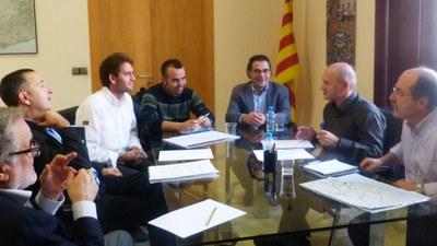 En la reunió amb el diputat hi participaven l'alcalde, Lucas Ramírez; i el regidor d'urbanisme, Juanma Samblás