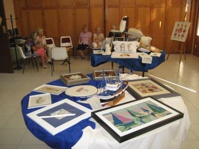 El Casal d'Avis de Moja acull una exposició de manualitats d'Àngels Casanelles