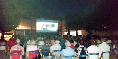 El cinema a la fresca, la caminada nocturna i les exhibicions esportives de la FM de Moja obtenen bona resposta de públic