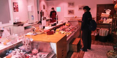 El comerç de proximitat d'Olèrdola ha reforçat els serveis de recollida de comandes a la botiga i de lliuraments a domicili