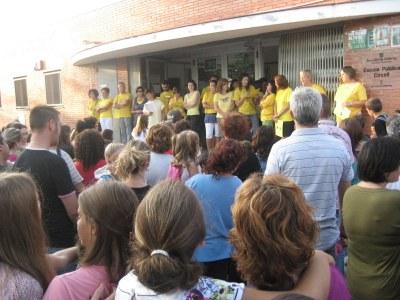 El claustre de l'escola Circell, de groc contra les retallades