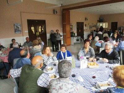 El dinar solidari del Casal d'Avis de Moja recapta  1.300 € per La Marató