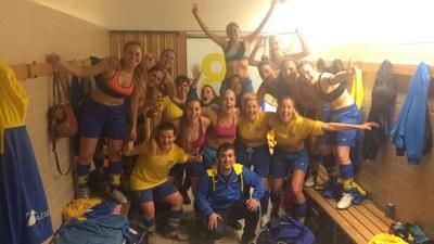 L'equip celebrava en acabar el partit la segona posició