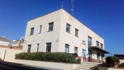 La seu de l'Ajuntament està temporalment al Centre Cívic La Xarxa mentre durin les obres a l'edifici consistorial