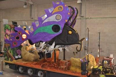El Grup de Carnaval de Moja ha elaborat una impactant papallona com a carrossa