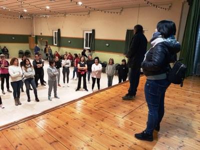 Imatge d'una sessió de preparació del grup de Carnaval, al local de la Societat Principal-Unió