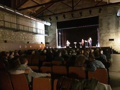 El Local Nou de Moja s'omple per gaudir del concert-espectacle del grup Xató