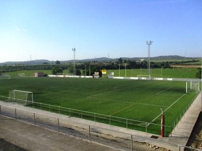 El nou contracte de manteniment dels camps de futbol garanteix millorar el servei