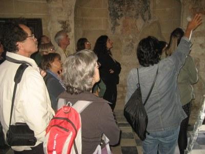 Els visitants van poder veure les pintures, del segle XI