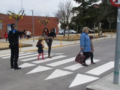 Els agents municipals realitzen una campanya de control d'elements de seguretat al vehicle