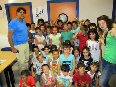 Els alumnes de 3r de l'escola Circell visiten les instal·lacions de Canal 20-Ràdio Olèrdola