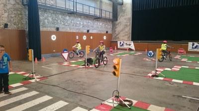 Els alumnes de 3r i 5è d'Olèrdola reben educació viària amb un circuit del Servei Català de Trànsit