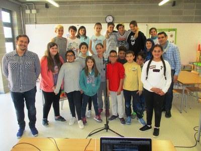 Els alumnes de 6è de l'escola de Sant Pere Molanta enregistren una cançó dedicada a Rossend Montané
