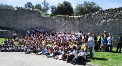 La pràctica totalitat dels 265 alumnes de l'escola van participar en la sortida