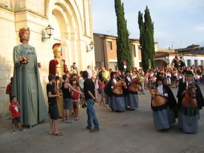 Els Cavallets i els gegants Blanca i l'Armat de Lleida han actuat  en la cercavila de la FM de Moja