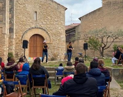 """La companyia """"Vivim del Cuentu"""" porta a Moja una original llegenda de Sant Jordi"""
