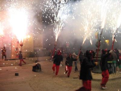 Els Diables de Moja han ofert  foc i espectacle aquest divendres a la nit