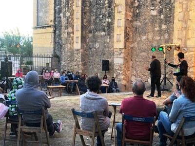 Els Impro Acatomba han ofert a Moja un espectacle irrepetible d'improvisació que va divertir a la quarantena d'assistents