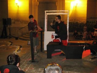 Els Diables elaboren un espectacle cada cop més teatralitzat amb els versots