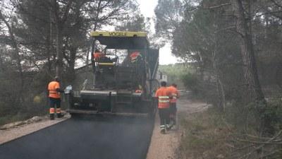 L'asfaltat del camí es completava aquest dimarts