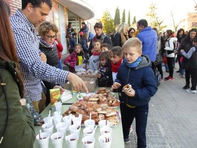 Es recapten 281 € a l'escola Circell de Moja en la Xocolatada Solidària per lluitar contra el càncer infantil