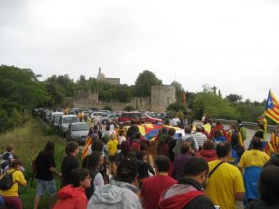 Estelada gegant al castell en la presentació de les 27 territorials de l'ANC de l'Alt Penedès