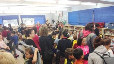 """Gran èxit de participació en el taller per a elaborar un """"atrapasomnis"""" celebrat a l'escola Circell"""