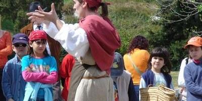 """Guisla """"la remeiera"""" conduirà aquest dissabte una visita teatralitzada pel bosc exterior del Conjunt d'Olèrdola"""