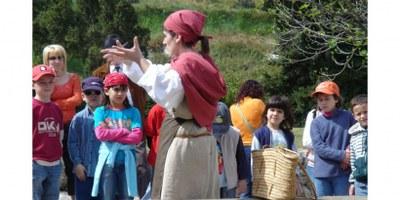 Guisla la remeiera conduirà aquest diumenge una visita teatralitzada pel bosc exterior del Conjunt d'Olèrdola